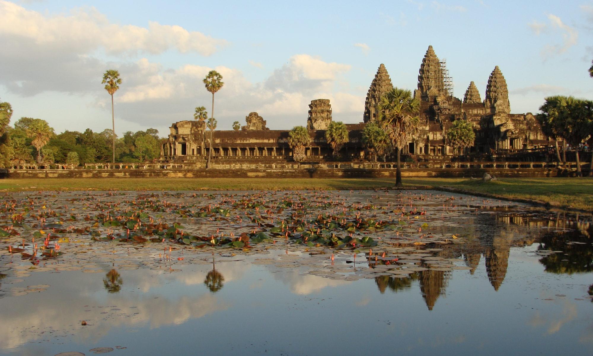 Cambodge - Siem Rep - Angkor - Angkor Vat - vue d'ensemble