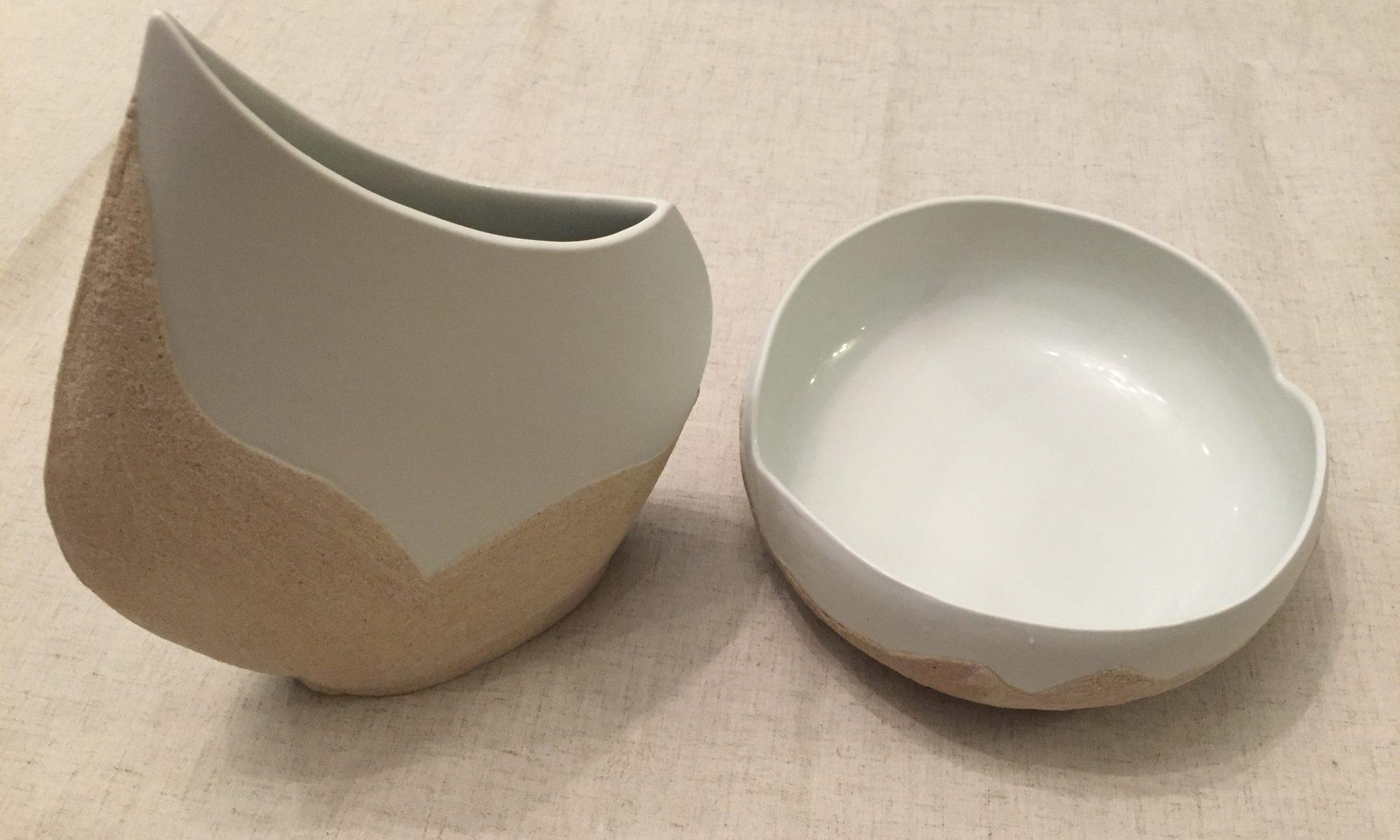 Vases en porcelaine écrue sablée d'artisan français - un vase seul ou combinaison des deux.