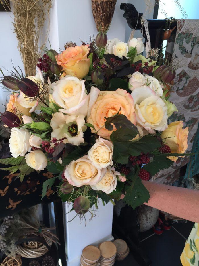 Roses, Lysianthus, Nigelles, Mûres.